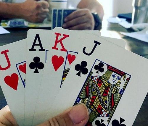 روند انجام شرط بندی (Bitting) در بازی پوکر چگونه می باشد؟