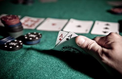 کلیپ های بازی پوکر چهار کارته را در کجا می توان مشاهده کرد؟